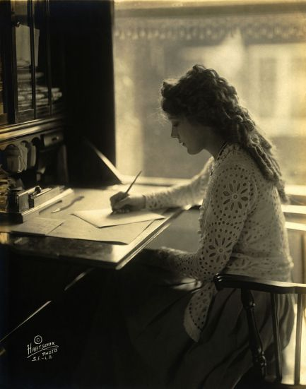 Mary Pickford at writing desk. Hartsook Photo [Public domain], via Wikimedia Commons
